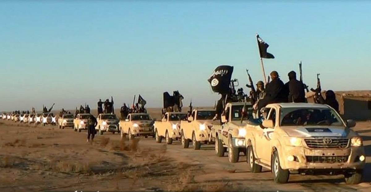 En bilkonvoj med soldater från den Islamska Staten (IS) i Anbar-provinsen i västra Irak, 2014. Foto: NTBScanpix/AP foto via militant websida (7.januari, 2014).