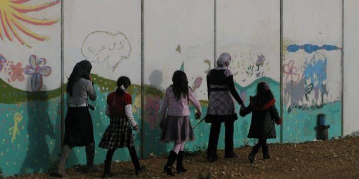 I Mesha på Västbanken skiljer den så kallade separationsbarriären en familj från resten av byn. Foto:Ida Jørgensen Thinn