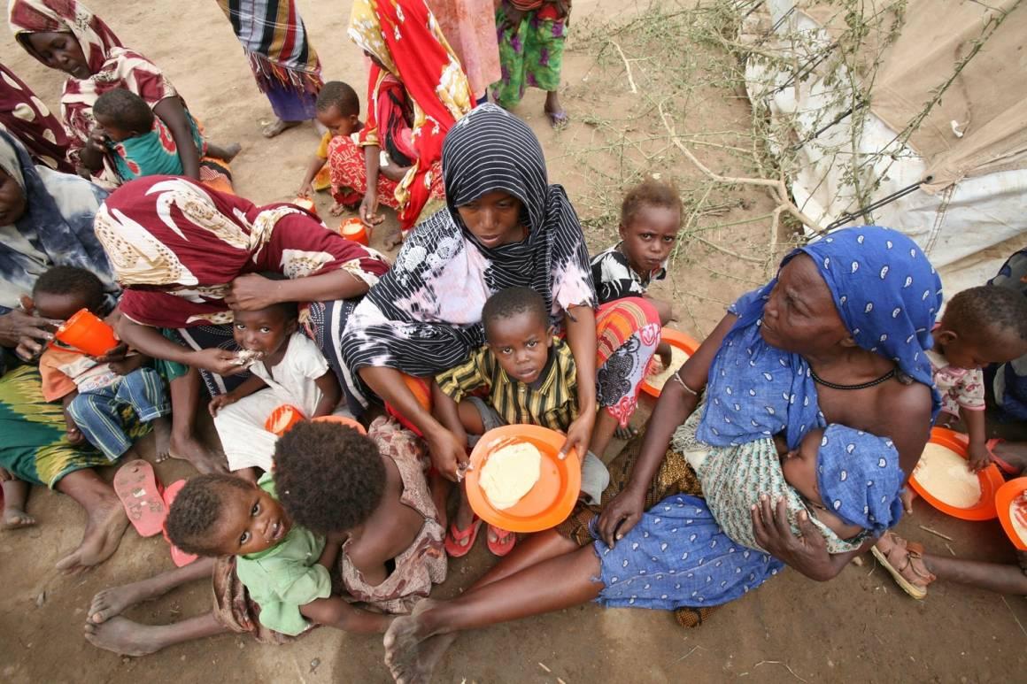 Mangel på mat og mange munner å mette i Somalia. UN Photo: Manoocher Deghati/IRIN
