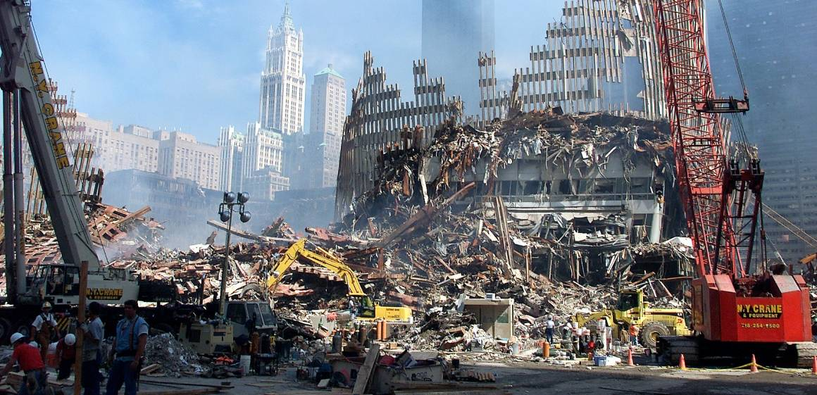 Ground Zero, hvor World Trade Center sto før 11. september 2001. Bildet er tatt en uke etter terrorangrepet. Foto: UN Photo/Eskinder Debebe