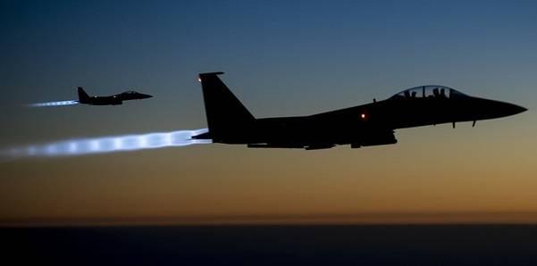Disse to amerikanske jagerflyene var blant de først til å bombe IS mål i Syria, 23. september 2014. Foto: US Department of Defense/Flickr