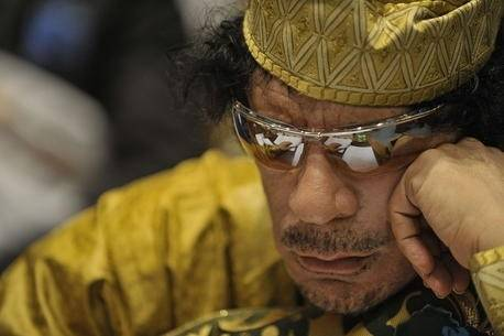 Muammar Gaddafi hadde makten i Libya fra 1969 til 2011. Foto: US Navy Photo/Jesse B. Awalt via Wikimedia
