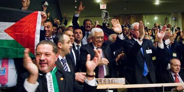Den palæstinensiske delegation jubler efter, at FN's generalforsamling har tildelt Palæstina status som observatørstat i FN