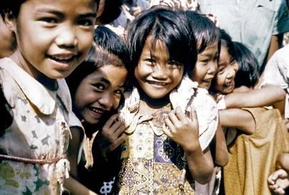 Filippinene opplevde stor befolkningsvekst på 1960-tallet, på bildet ser vi mange glade barn.UN Photo/B Legeller