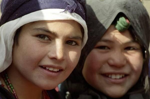 Unge indbyggere i en lejr for internt fordrevne