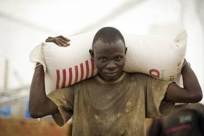 Matforsyninger ankommer FNs matvarprogram, World Food Programmes stasjon i Juba